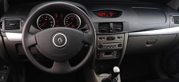 Renault-Symbol-Privilege-painel-do-carro-usado