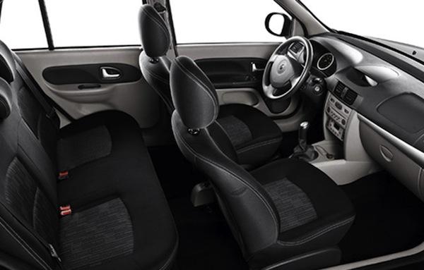 renault-symbol-interior-de-um-carro-confortavel