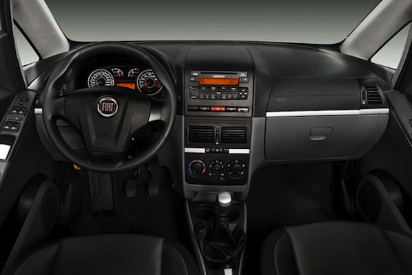 Novo-Fiat-Idea-Essence-2011-interior-painel-carro-indica-para-mulher