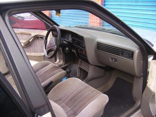 chevrolet-monza-carro-usado-interior-impecavel