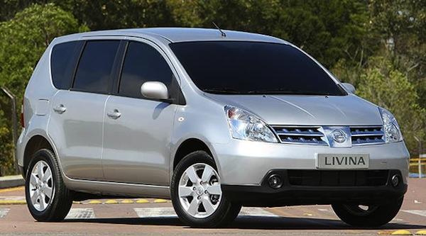 nissan-livina-2010-carro-usado-grande-com-espaço