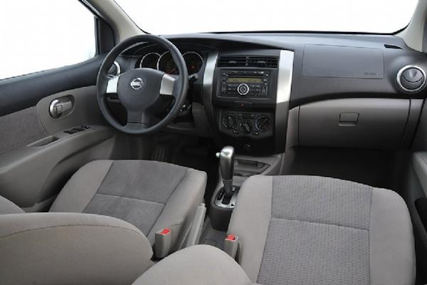 nissan_livina_interior-do-carro
