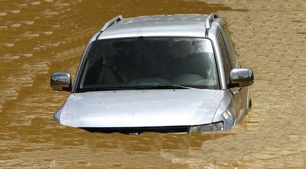 como-identificar-carro-de-enchente