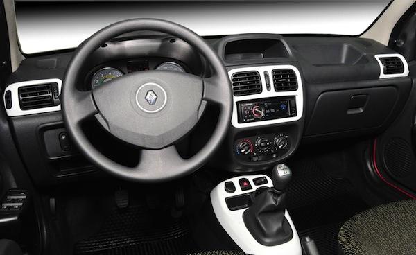 Novo-Renault-Clio-2013-interior-semi-novo-barato