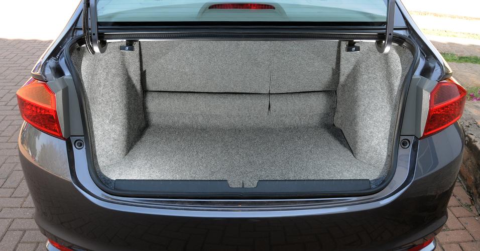 Novo Honda City: Porta malas com excelente espaço interno.