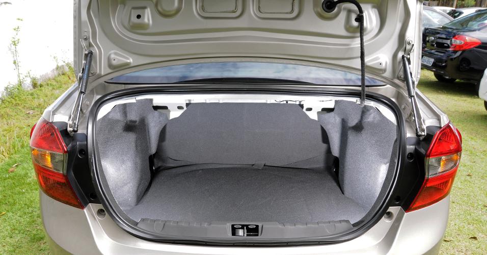 Ford Ka+ bom espaço no porta malas