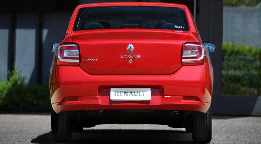 Renault Logan 1.0 com bom espaço no bagageiro