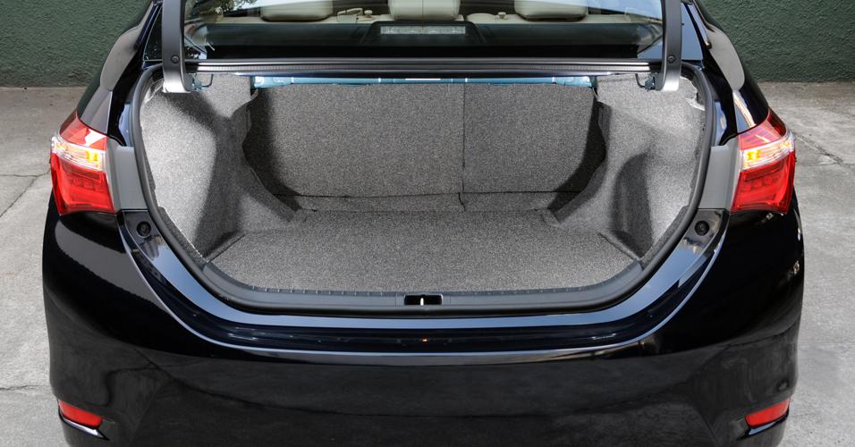 Corolla 2015 porta-malas apenas razoável