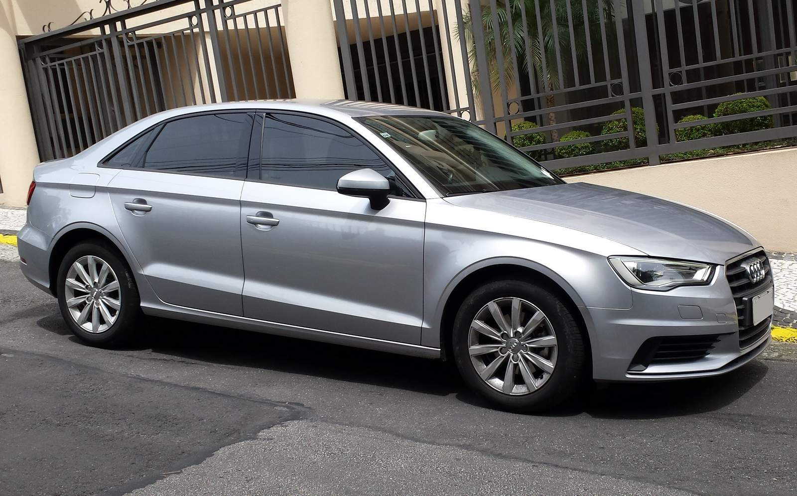 Audi A3: Linhas limpas na lateral