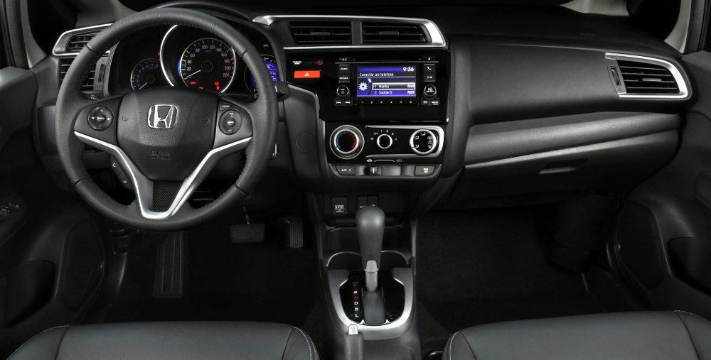 Honda Fit 2015, os arremates são bons deixando o interior agradável