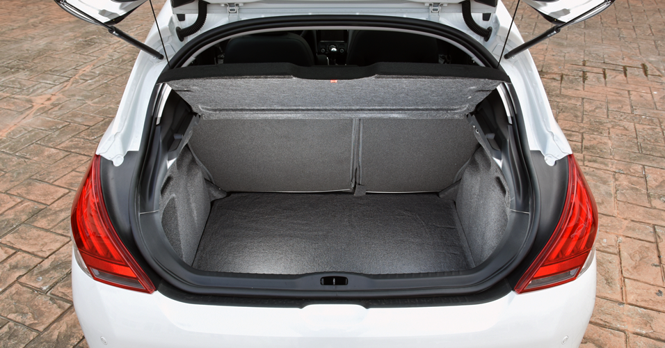 Peugeot 308: bom espaço no porta-malas para um hatch