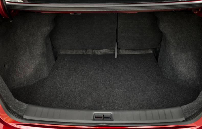Sentra: boa capacidade de carga no porta-malas