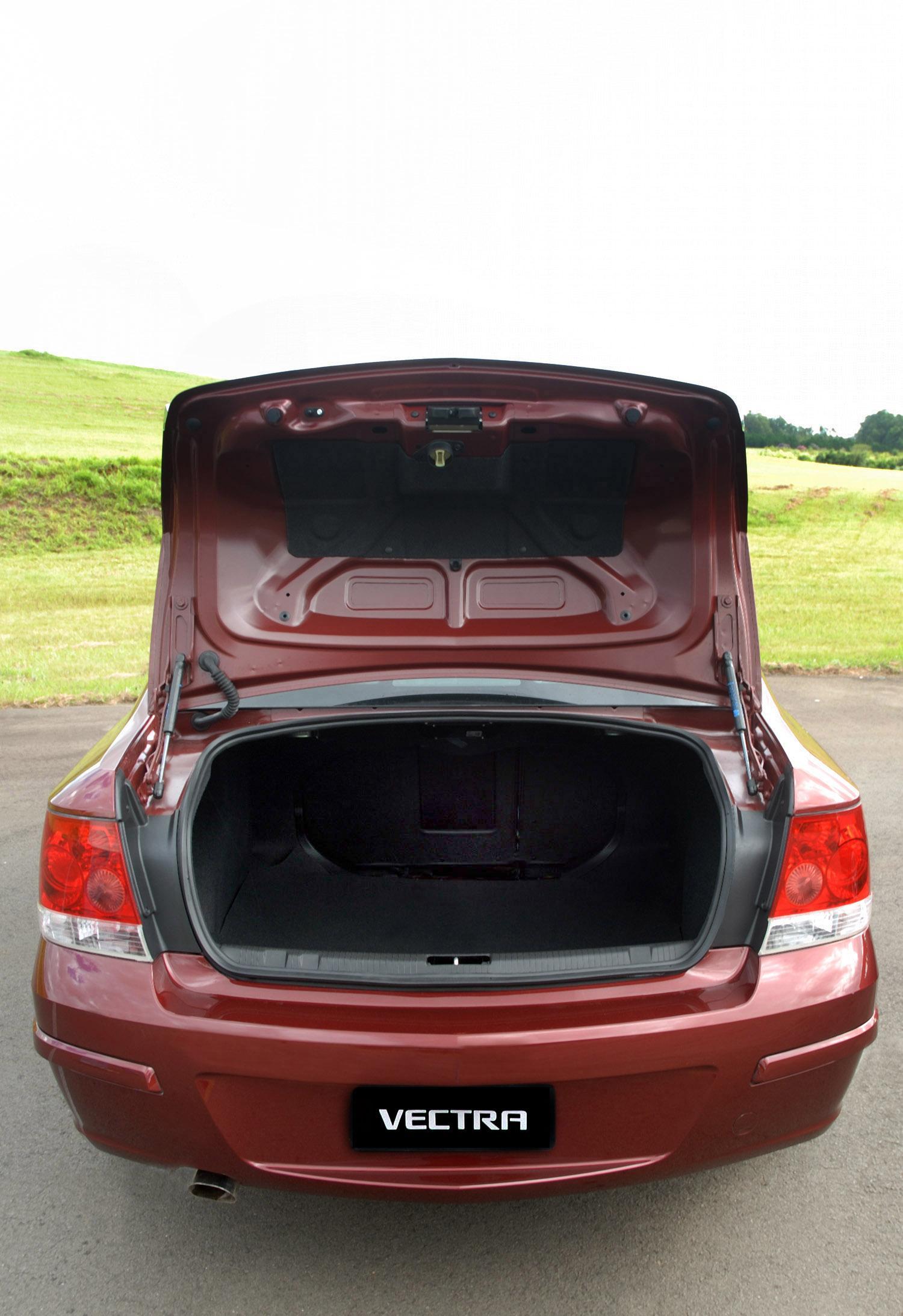 Vectra elite: porta-malas com boa capacidade de carga