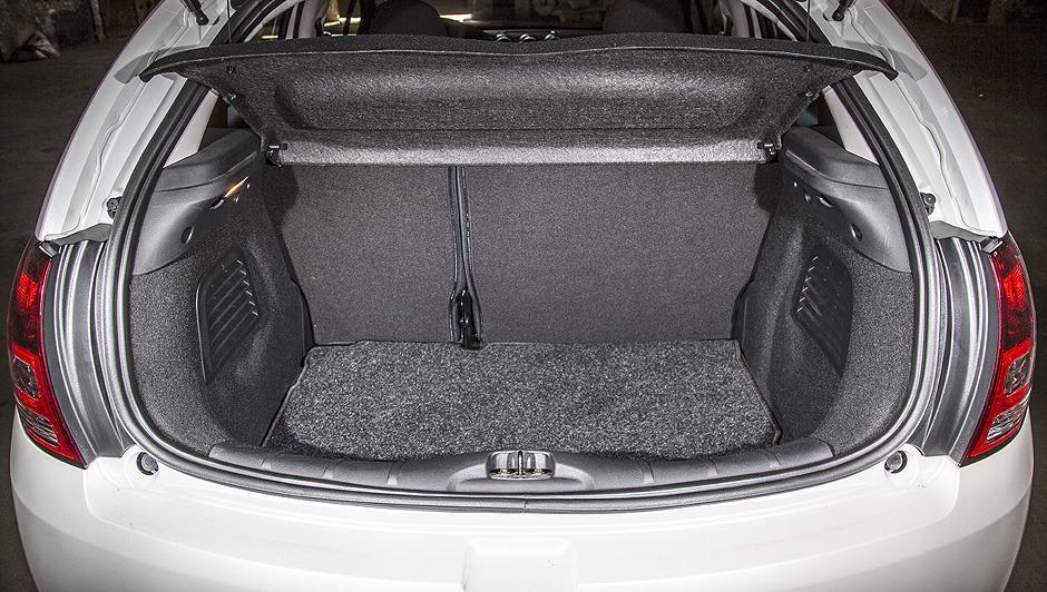 C3: porta-malas com capacidade para 300 litros