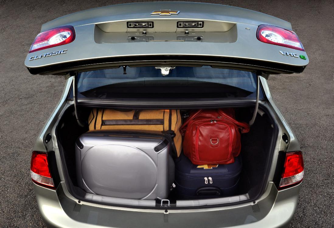 Corsa Classic porta malas apenas razoável