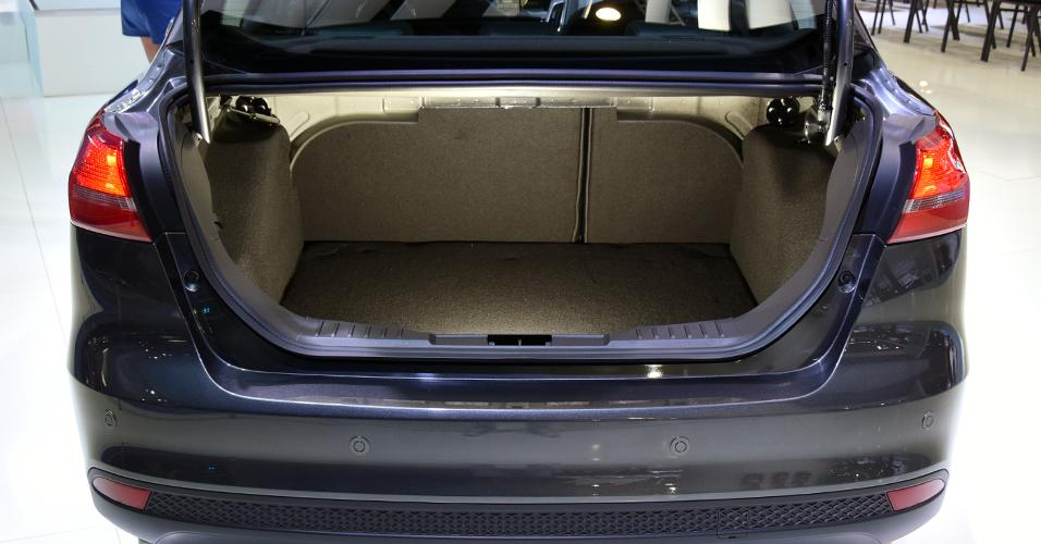 Ford Focus alças tomar espaço do interior do porta-malas