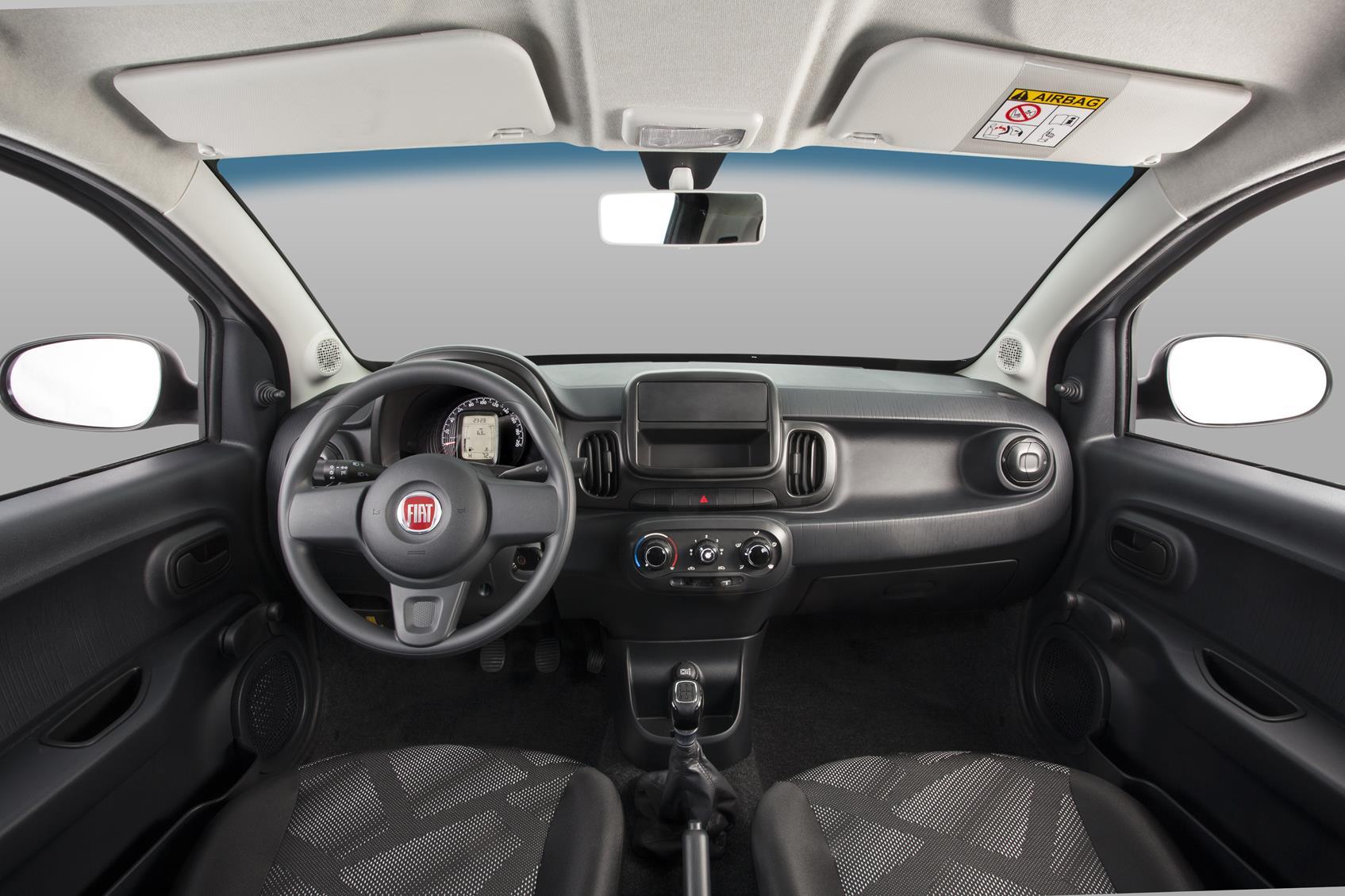Fiat Mobi com interior simples e qualidade muito próxima dos concorrentes